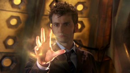 Le 10ème Docteur sur le point de se régénérer et de laisser sa place, à la fin de l'épisode special End Of TIme, à sa 11ème incarnation interprétée par Matt Smith
