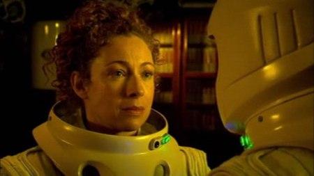 LE personnage qui marquera comme jamais la série, le professeur RIver Song, créée par Steven Moffat et telle qu'elle apparaît la première (et dernière fois) dans le double épisode de la saison 4 Silence in the Library/Forest of the Dead.