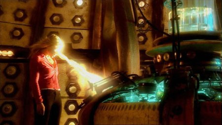 Rose absorbant le pouvoir du T.A.R.D.I.S